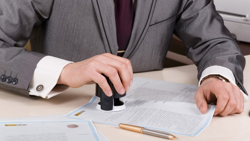 Доверенность на представление интересов юридического лица выдается гражданину или другой компании