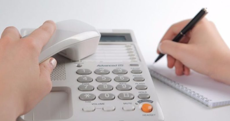 Банк Тинькофф имеет несколько бесплатных горячих линий, что позволяет быстрее реагировать на обращения клиентов