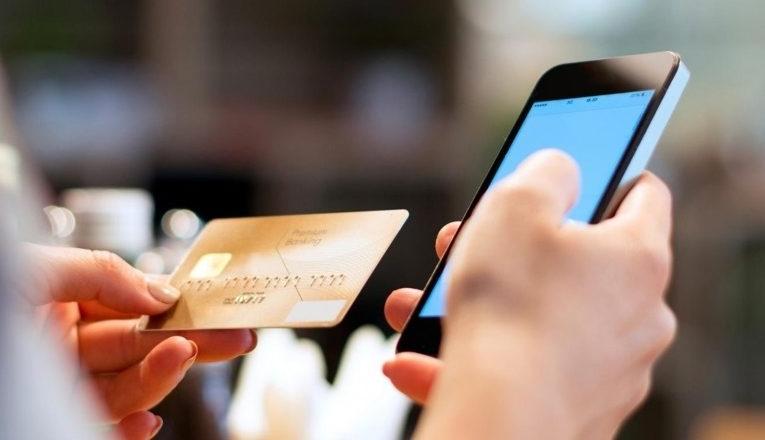 Перевод средств по номеру телефона или карты получателя возможен с использованием короткого номера 900