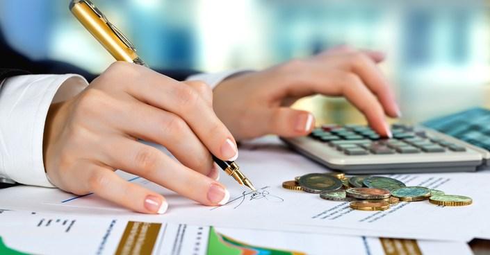 Пенсия по старости складывается из двух частей: страховой и накопительной