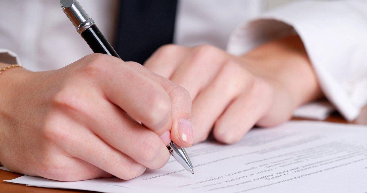 Справка по форме 182н должна выдаваться бухгалтерией при увольнении сотрудника обязательно