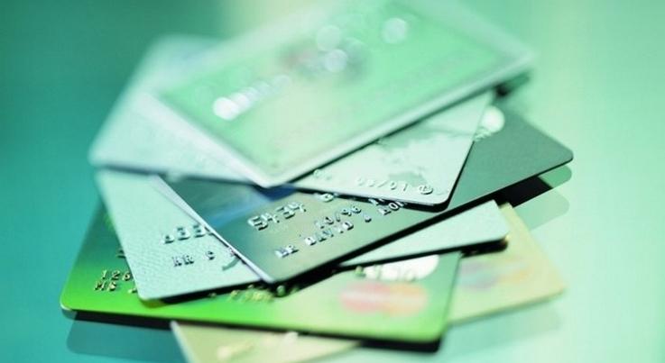Реквизиты дебетовой или кредитной карты необходимы для проведения операций по счету