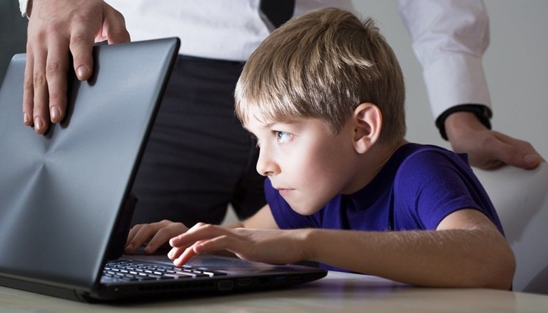 Работа в Интернете для подростков может стать оптимальным решением для получения первого дохода