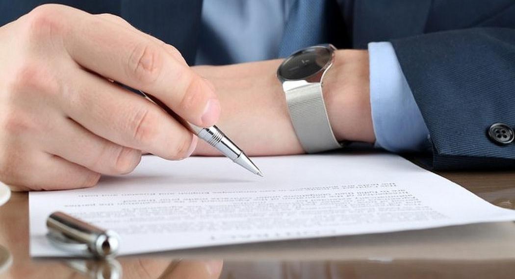 При смене места работы может выдаваться ходатайство о приеме сотрудника новым работодателем