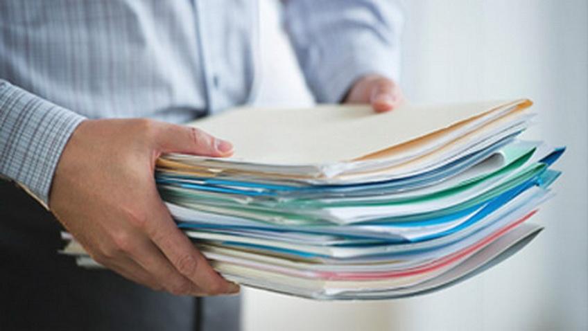 Товарная накладная оформляется материально ответственным лицом непосредственно при передаче продукции покупателю
