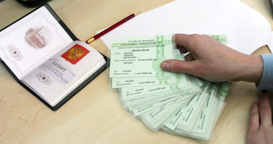 Чтобы получить СНИЛС, физическому лицу нужно обратиться в отделение Пенсионного фонда или МФЦ