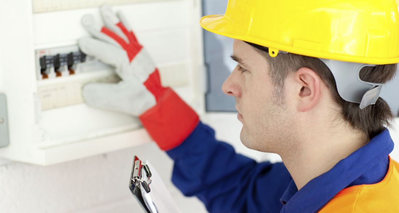 Приказ о назначении ответственного за электробезопасность – обязательный документ в системе управления электрохозяйством предприятия