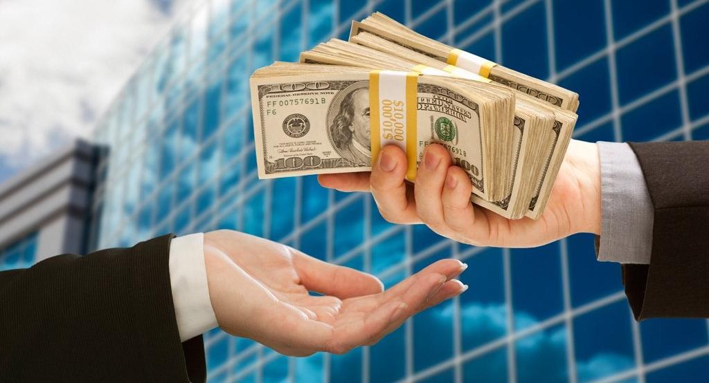 Физическое лицо, которое планирует занимать деньги у банка под проценты, должно соответствовать определенным требованиям
