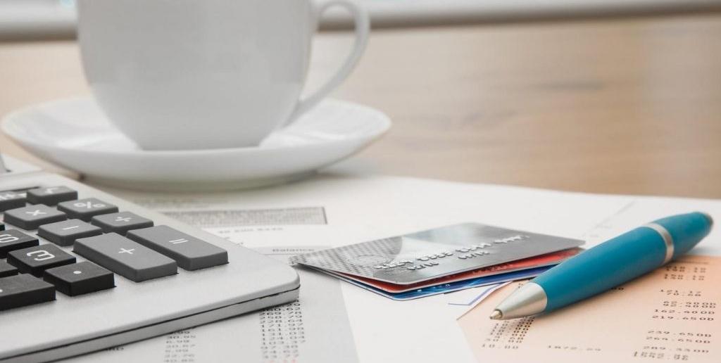 Номер карты и лицевого счета, к которому она прикреплена, отличаются друг от друга
