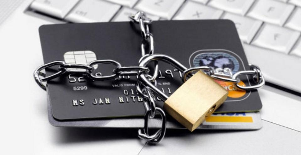 Держатели карт Сбербанка могут потребовать блокировки карточки в случае ее кражи или утери