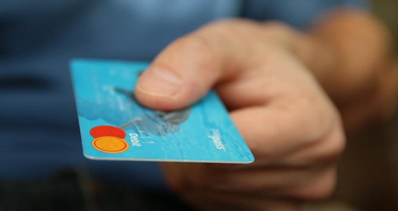 Перевыпуск карты Сбербанка — стандартная процедура, выполняемая после окончания срока действия продукта