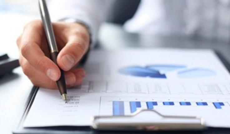Авансовый отчёт по форме АО-1 оформляется бухгалтером при необходимости выдать деньги сотруднику, направляемому на служебное задание