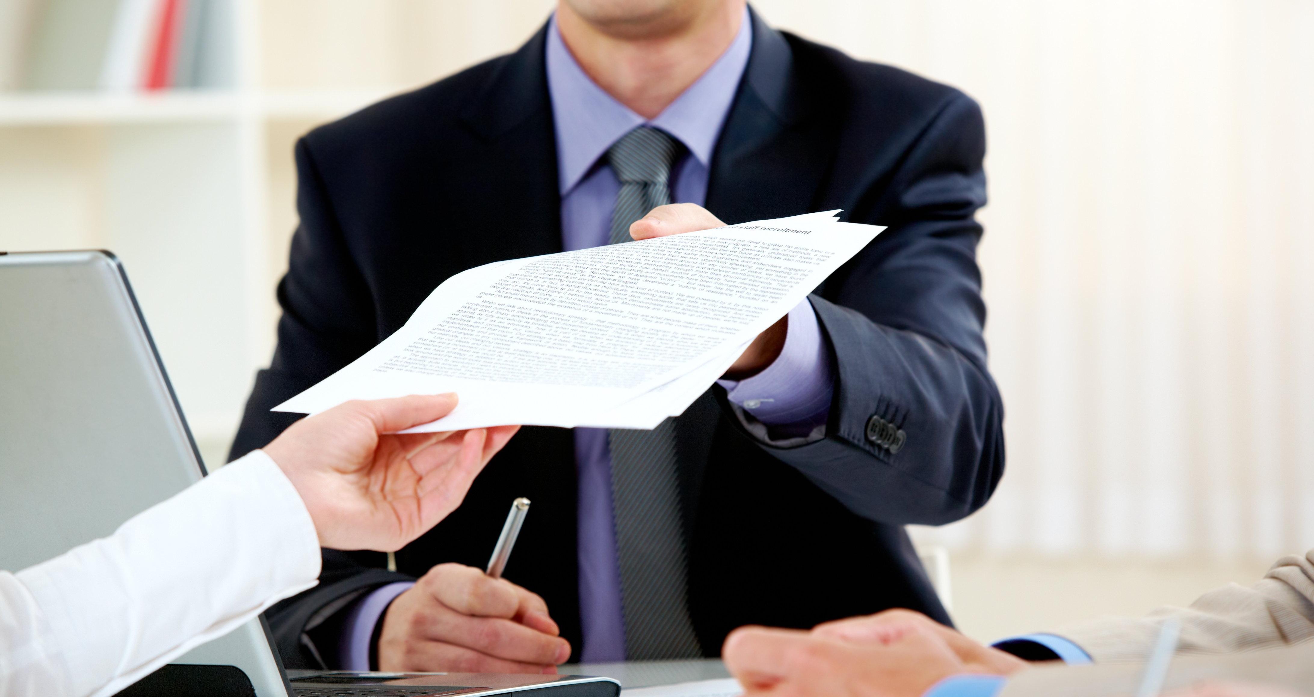 Чтобы встать на учёт на бирже труда, нужно подходить под критерии безработного
