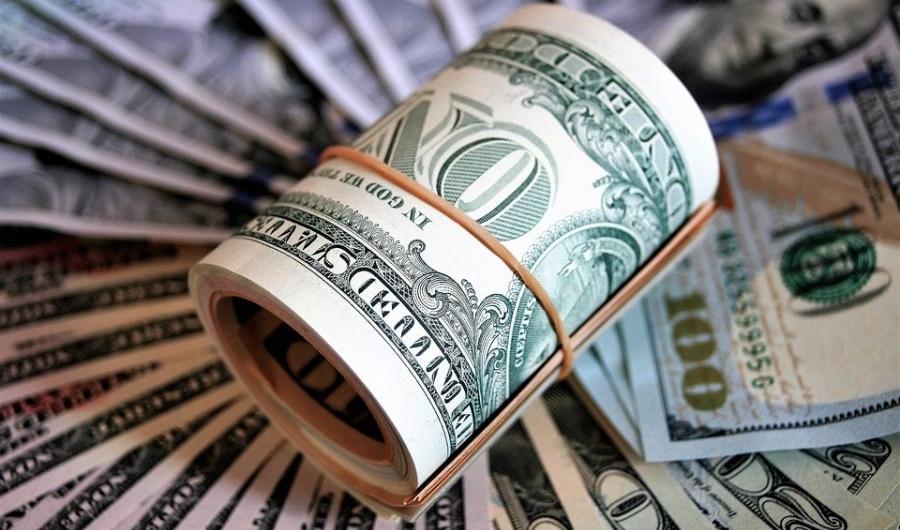 Многие физические лица собираются хранить свои сбережения не в рублях, а в американских долларах или евро