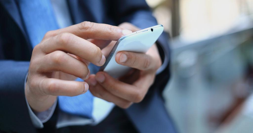 Если «Мобильный банк» подключён в полном объёме, платить за запрос остатка на карте не придётся