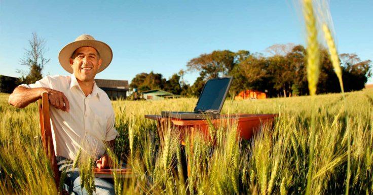 Фермер с ноутбуком