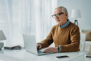 Пенсионер работает